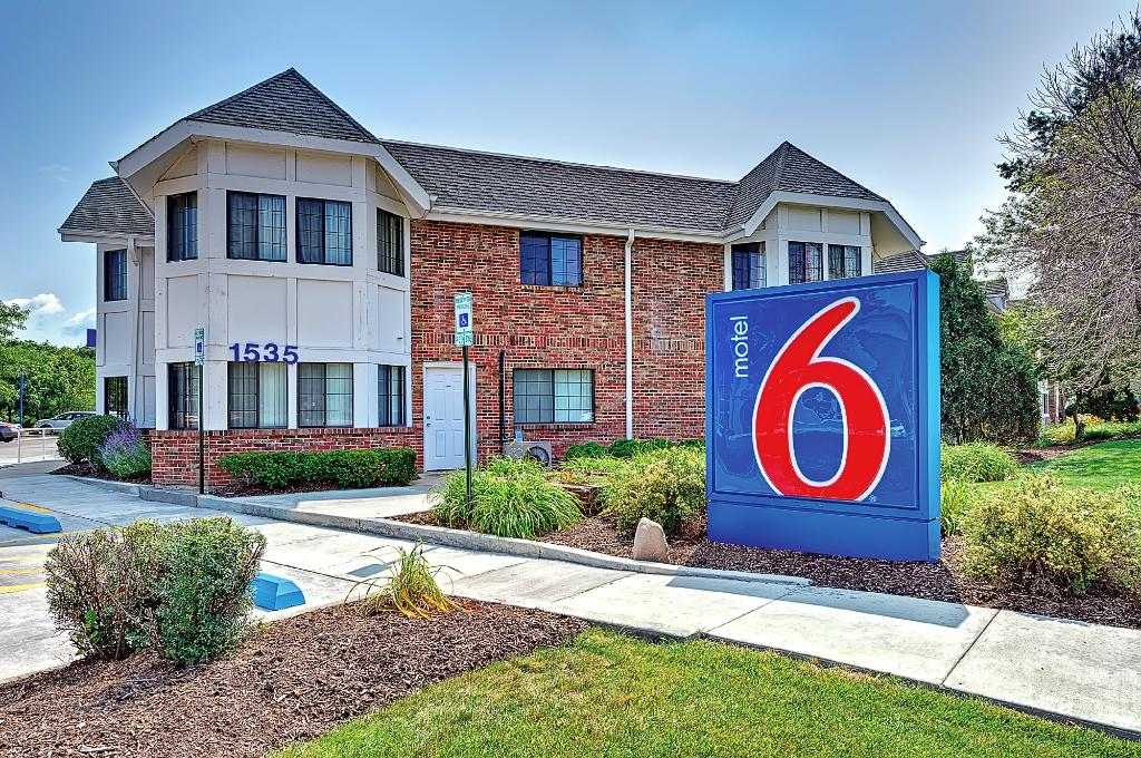 Motel 6 Chicago North- Glenview