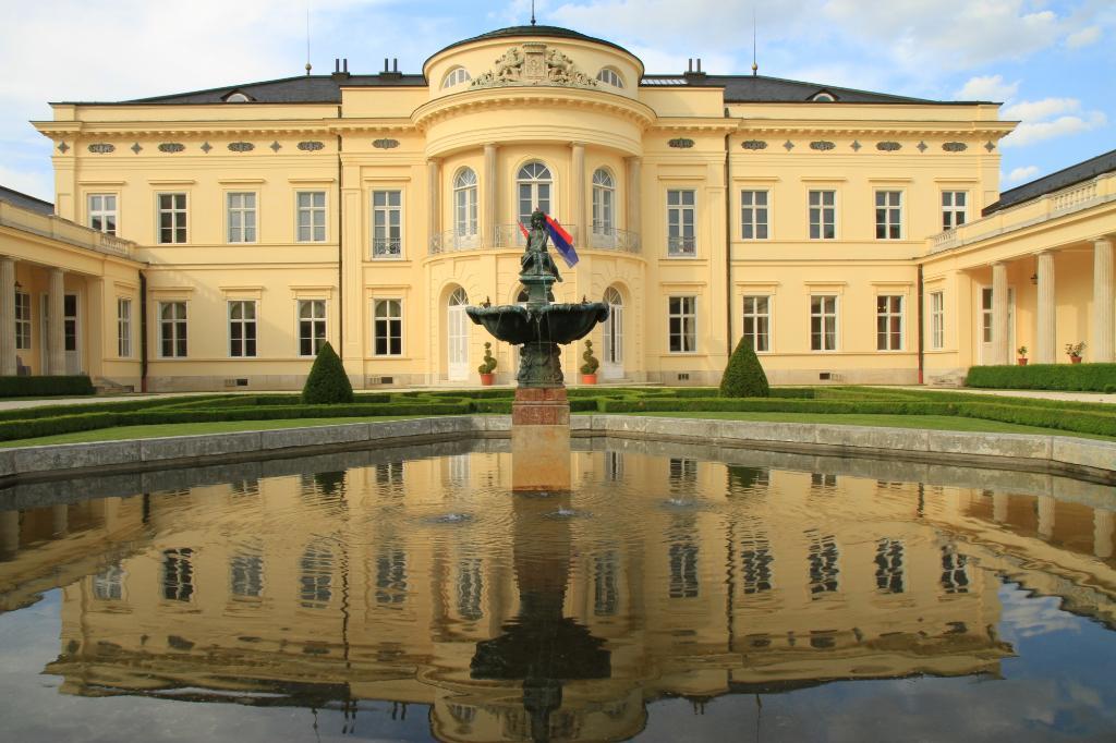 Karolyi Castle Hotel & Restaurant
