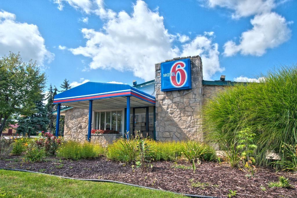 Motel 6 Lansing