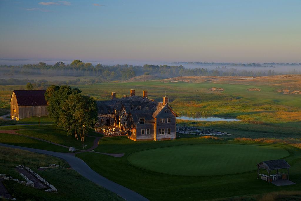 ‪Lodge at Erin Hills Golf resort‬