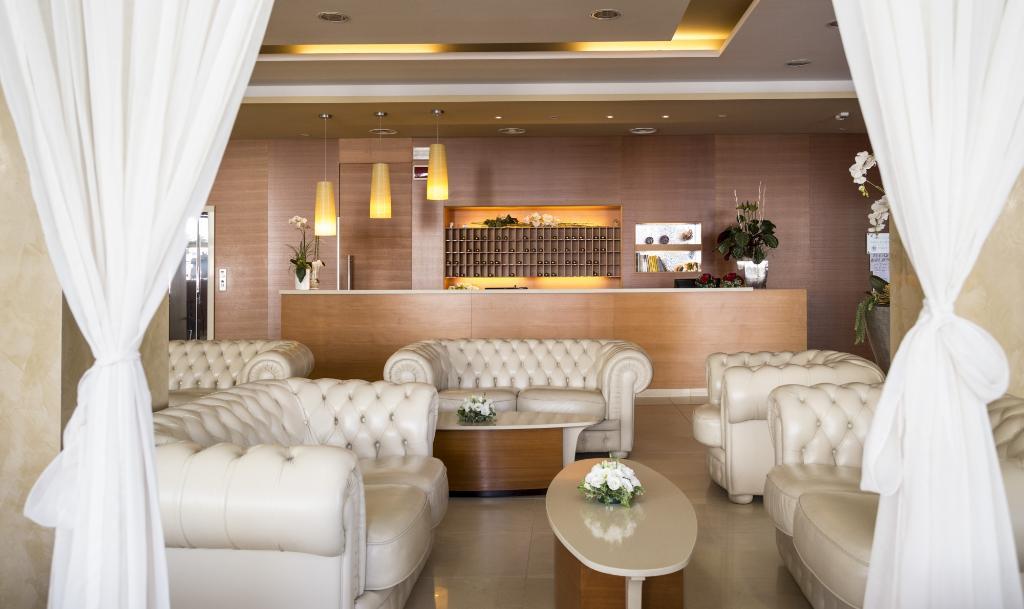 호텔 파리기