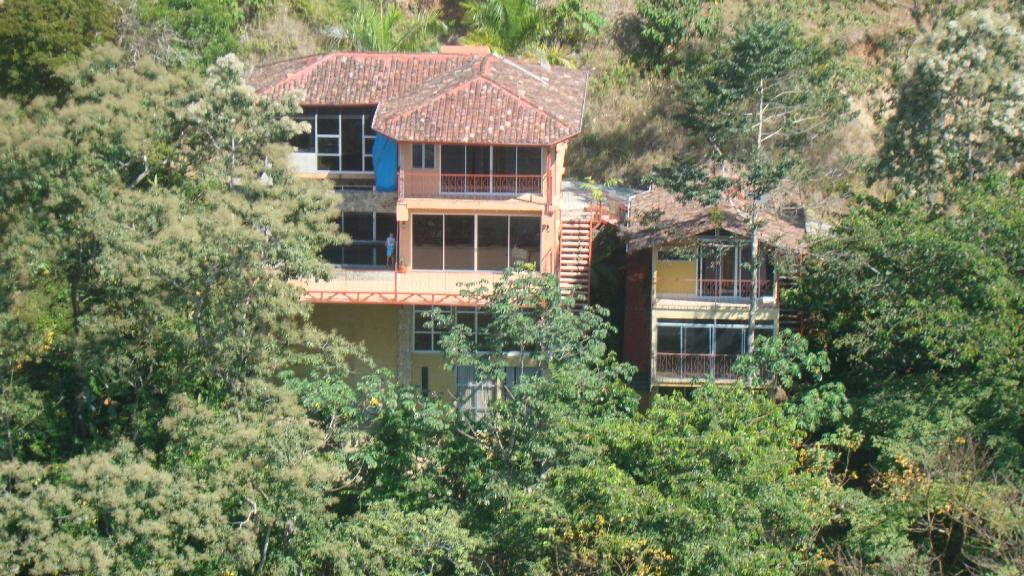 ‪Manuel Antonio Estates‬