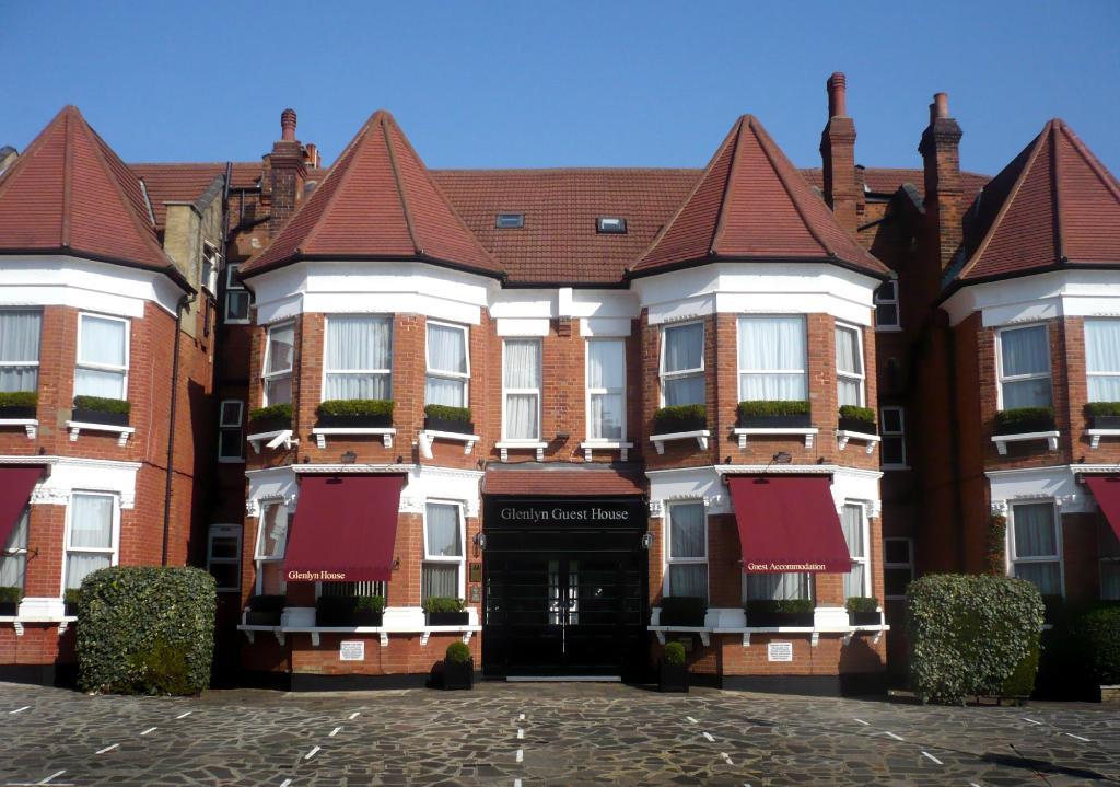 Glenlyn Hotel