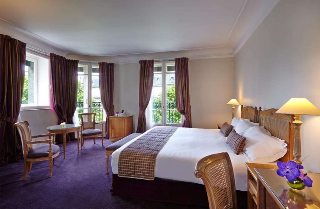 Royal Hotel Paris Champs Elysees
