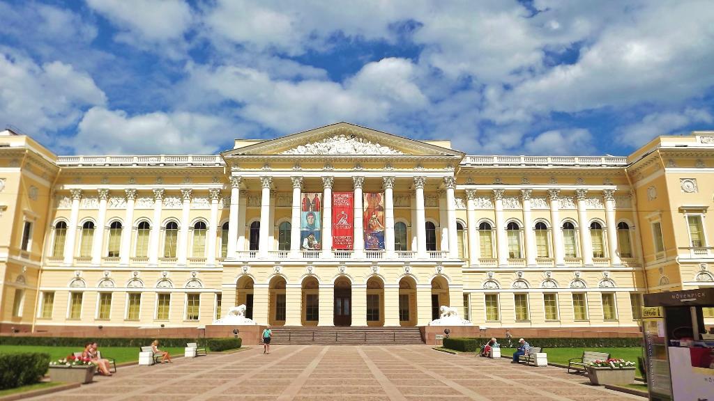 'TripAdvisor' from the web at 'https://media-cdn.tripadvisor.com/media/photo-w/07/58/22/ea/state-russian-museum.jpg'