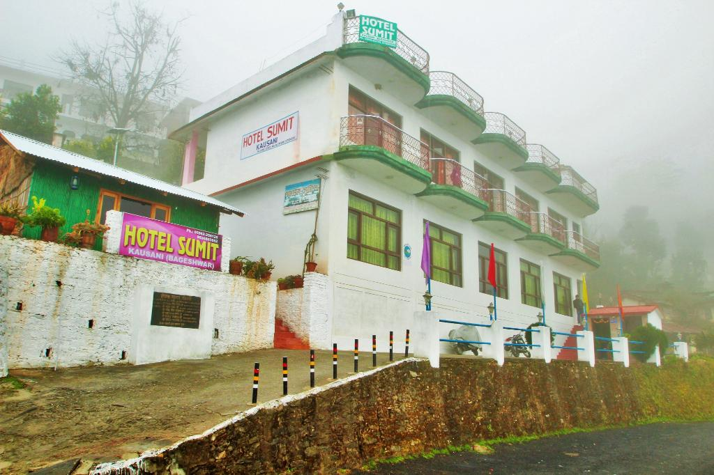 Sumit Hotel Kausani