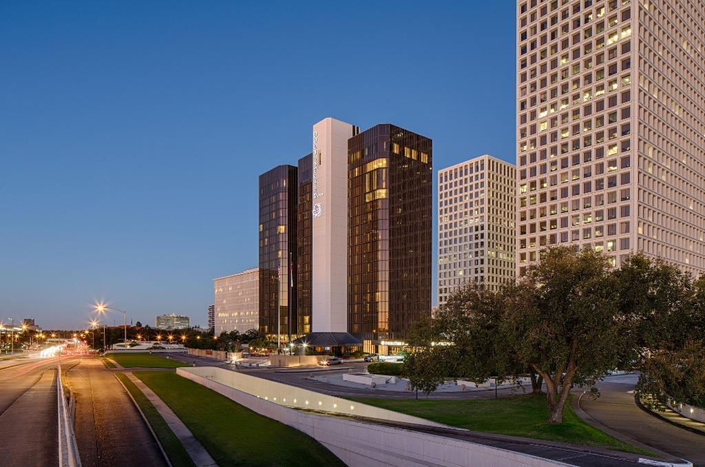 ‪DoubleTree by Hilton Houston - Greenway Plaza‬
