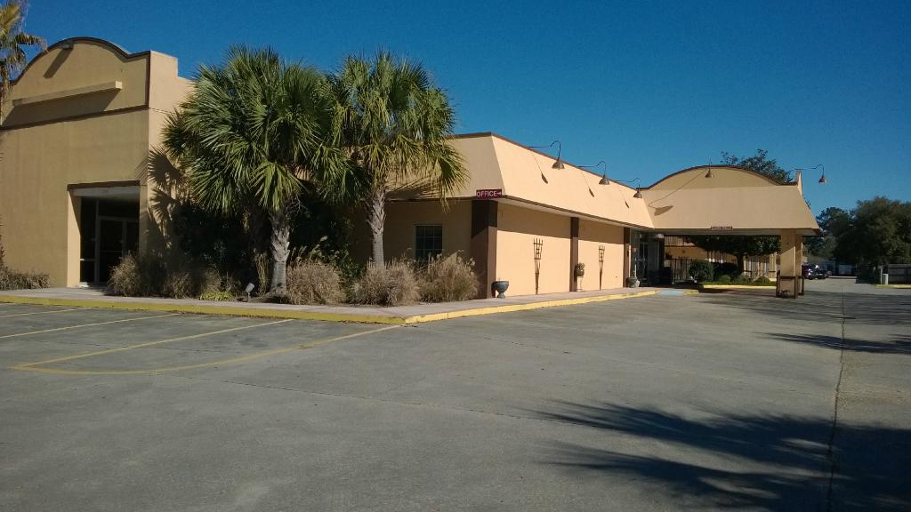 Discovery Inn & Suites