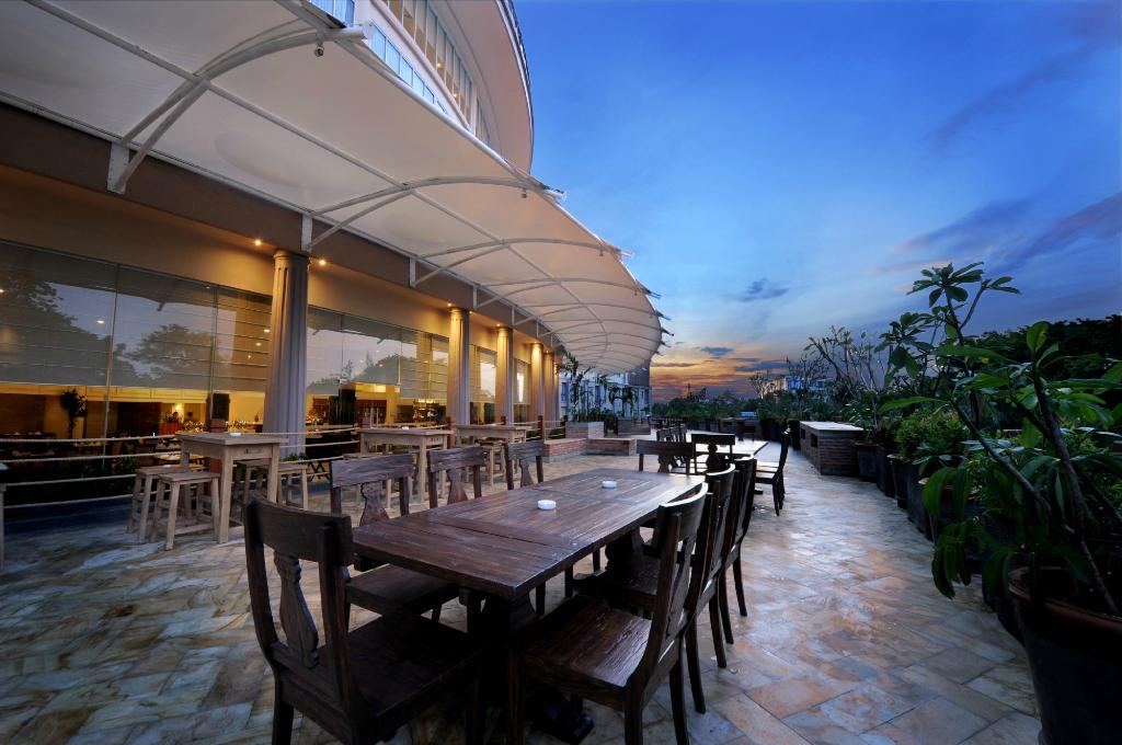 Discovery Hotel & Convention Ancol