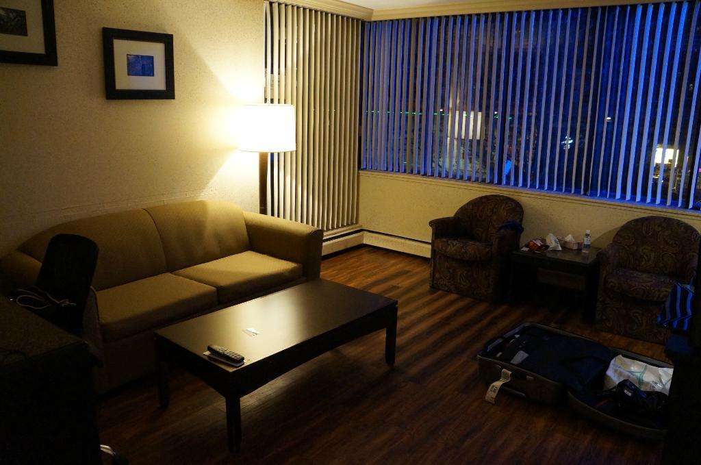 리비에라 온 롭슨 스위트 호텔 다운타운 밴쿠버