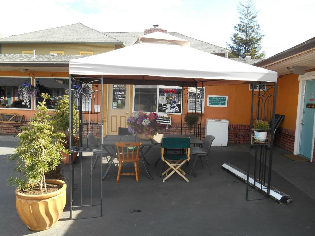 Buona Sera Inn