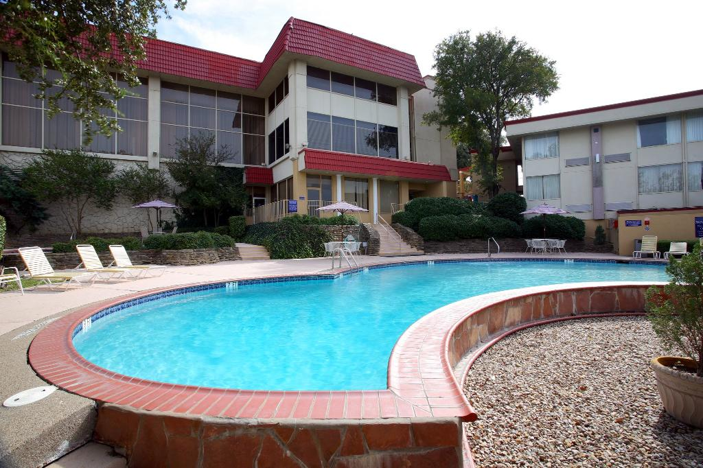 Hotel Trinity InnSuites Fort Worth / DFW