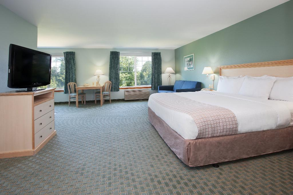 La Quinta Inn & Suites Newport