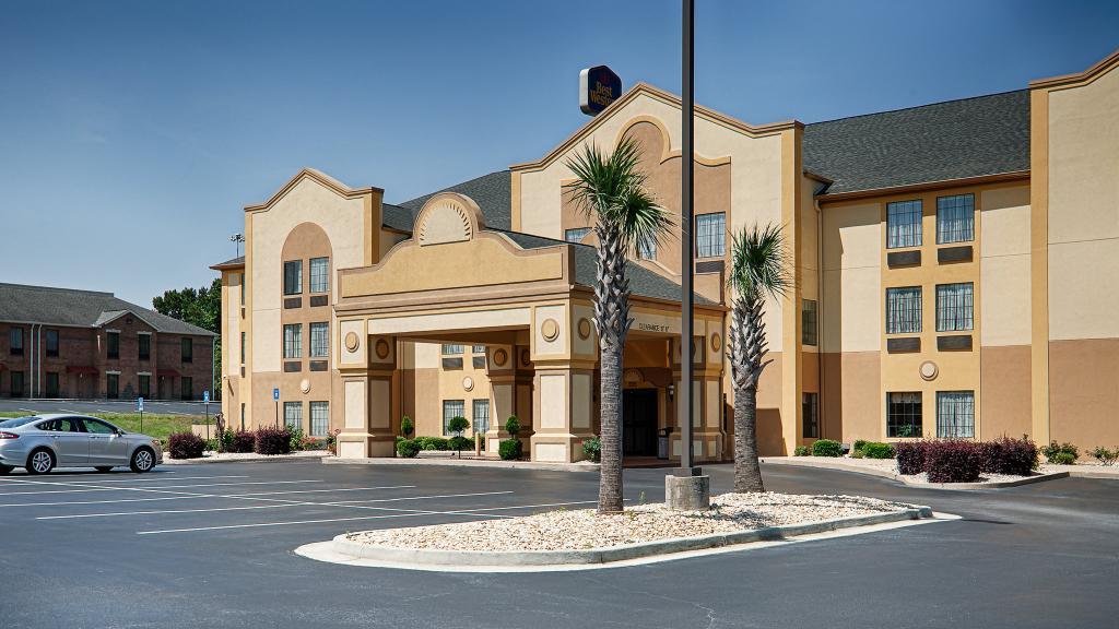 Best Western Bradbury Inn & Suites