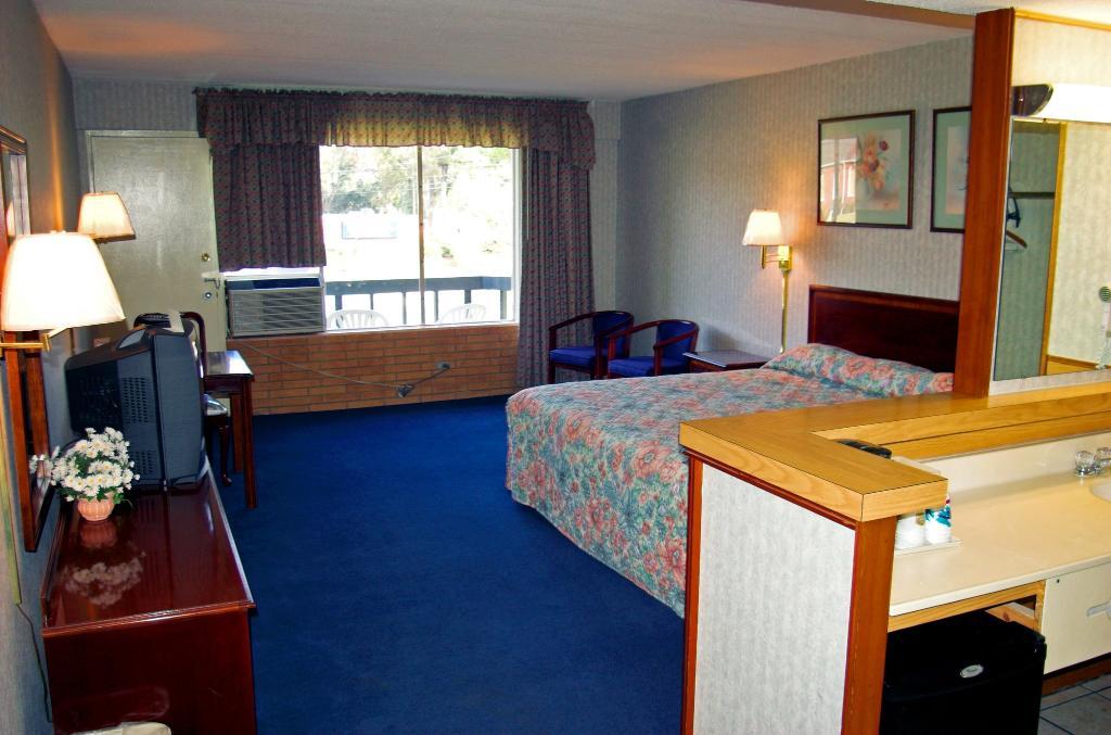The Carolinian Inn