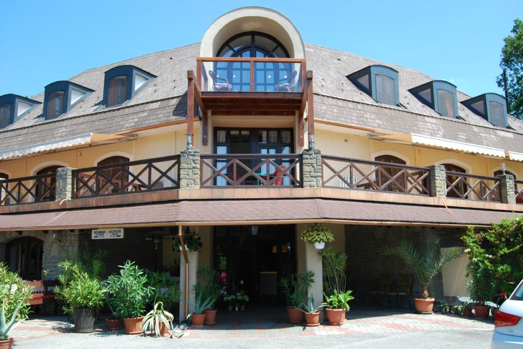 Adler Hotel & Restaurant