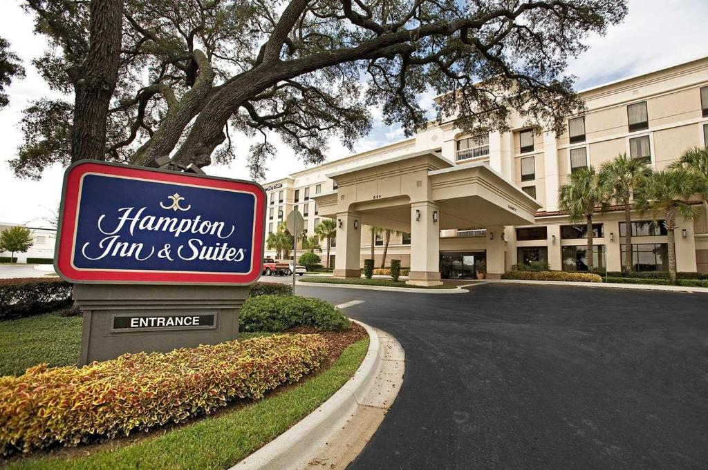 Hampton Inn & Suites Lake Mary at Colonial TownPark