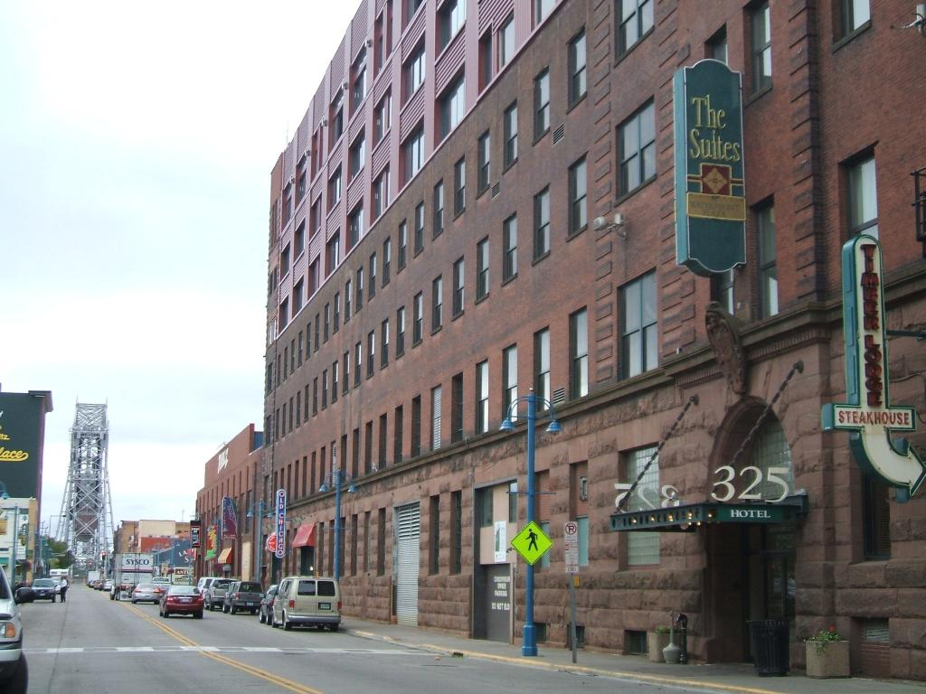 ‪The Suites Hotel in Canal Park‬