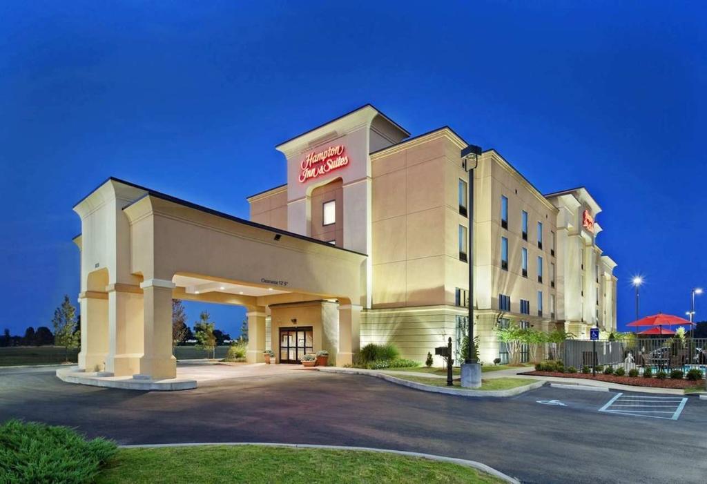 米林頓希爾頓恆庭旅館&套房酒店