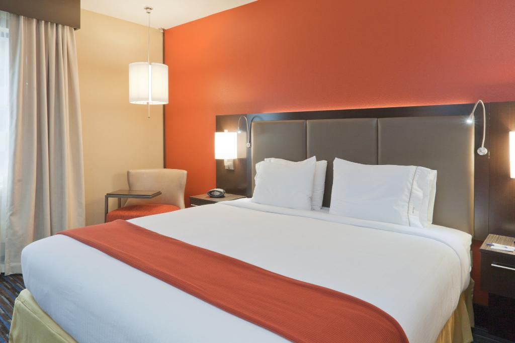 Holiday Inn Express & Suites Fulton