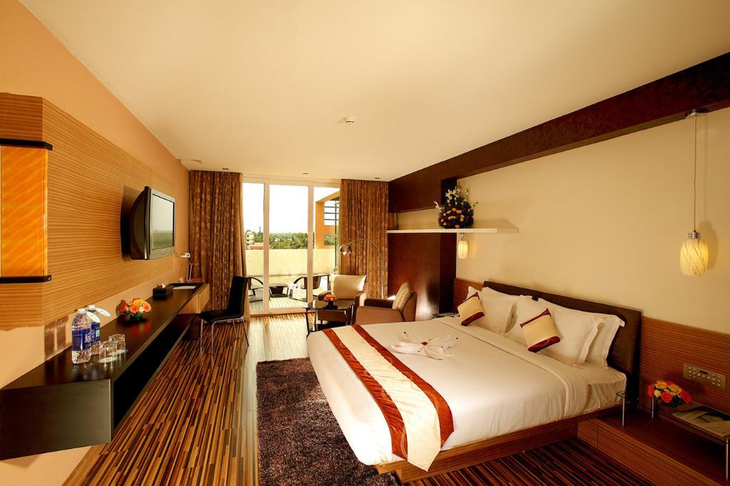 플로라 에어포트 호텔