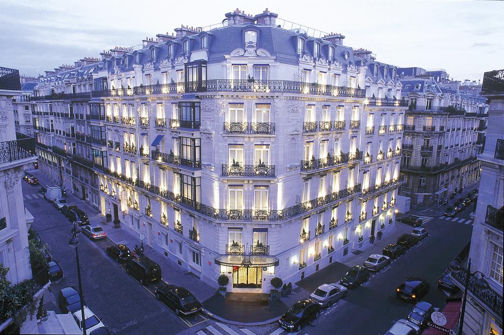 ホテル ドゥ ラ トレモワイユ