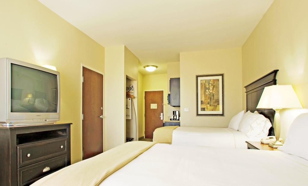 Holiday Inn Express Hotel & Suites Vernon College Area (Hwy 287)