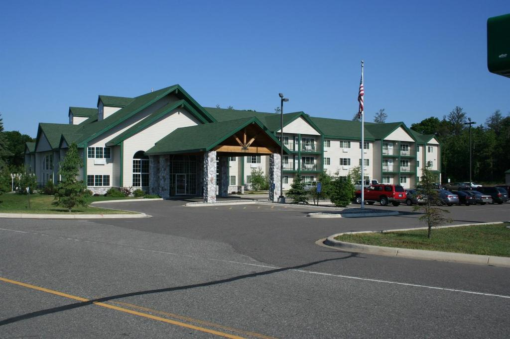 Baymont Inn & Suites Baxter/Brainerd Area