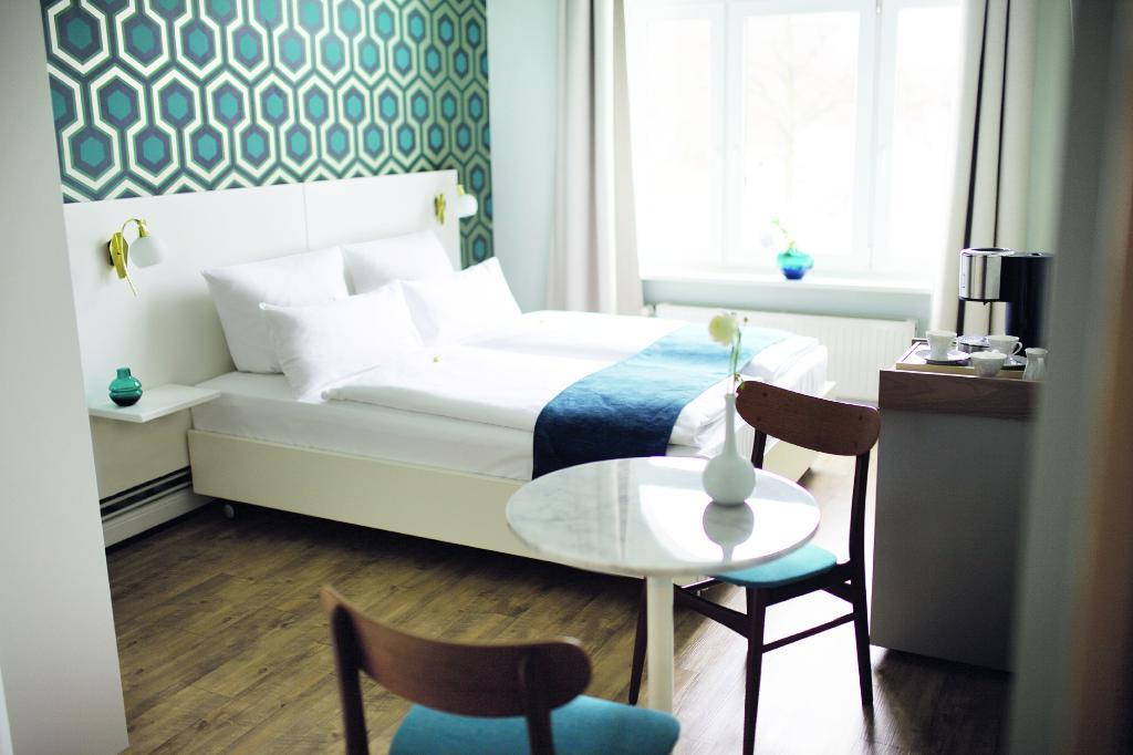 Fritz im Pyjama Hotel