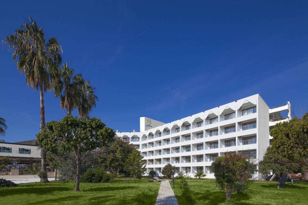 Side Ally Hotel