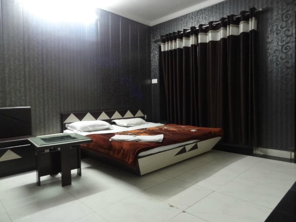 Hotel MG Residency