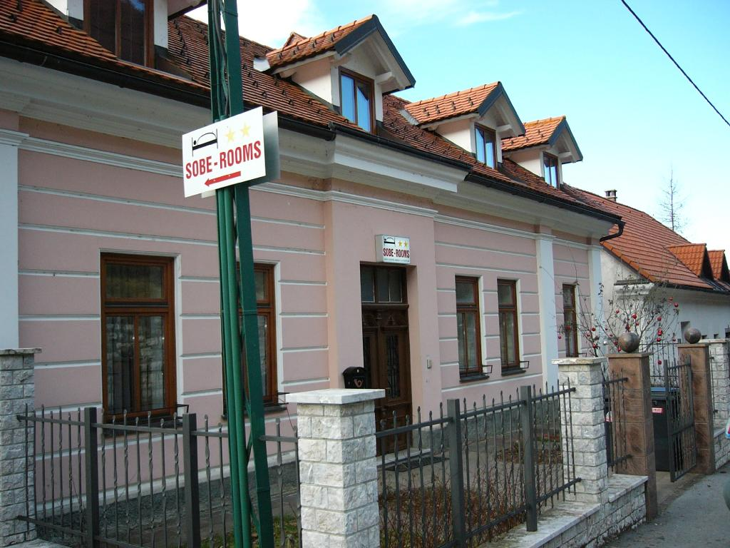 Rooms & Apartments Cehovin