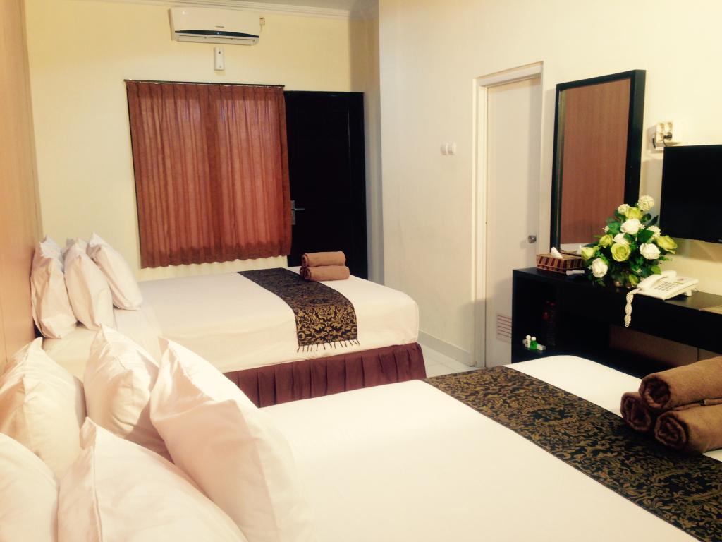 Tirta Kencana Hotel & Garden Resto