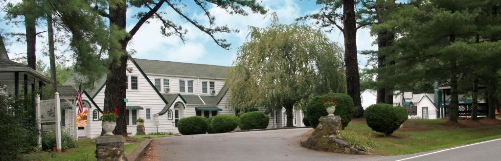 The Pine Tavern Lodge