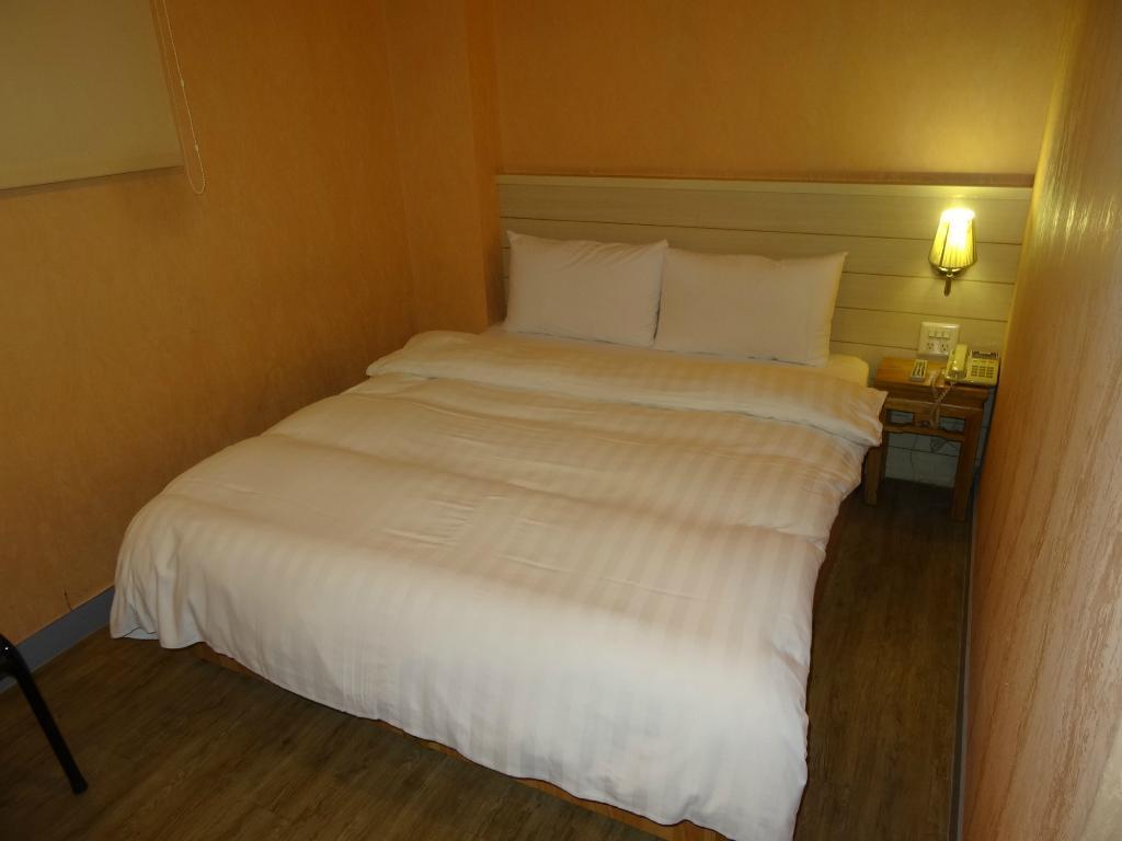 Skoal Hotel