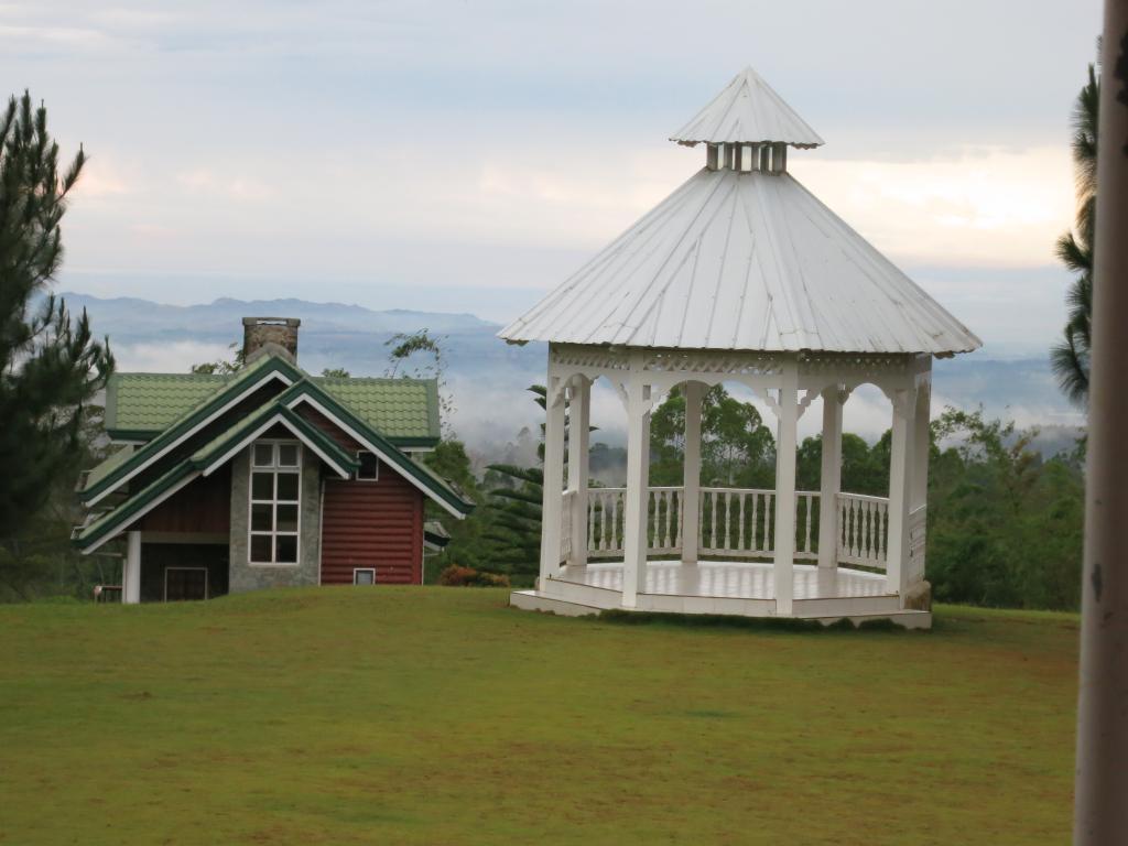 Dahilayan Gardens & Resort