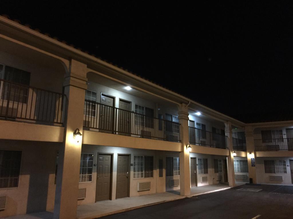 Burbank Inn & Suites