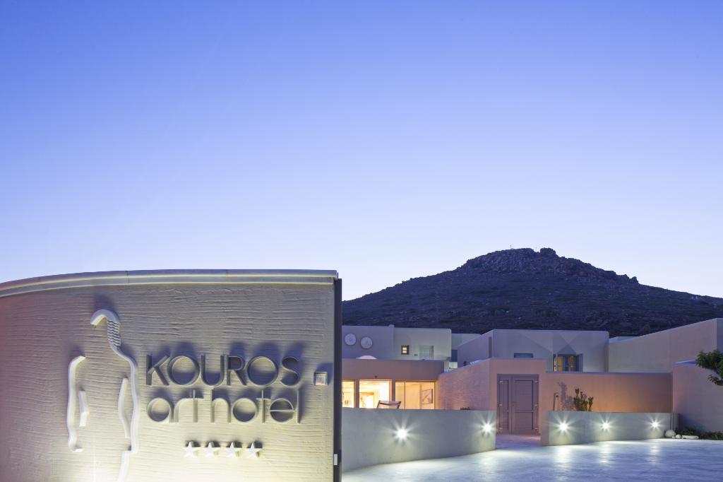 クーロス アート ホテル
