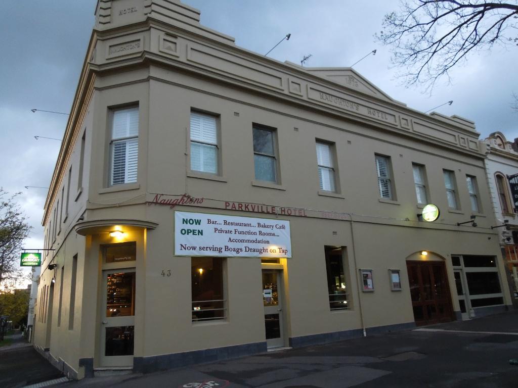 Naughtons Parkville Hotel