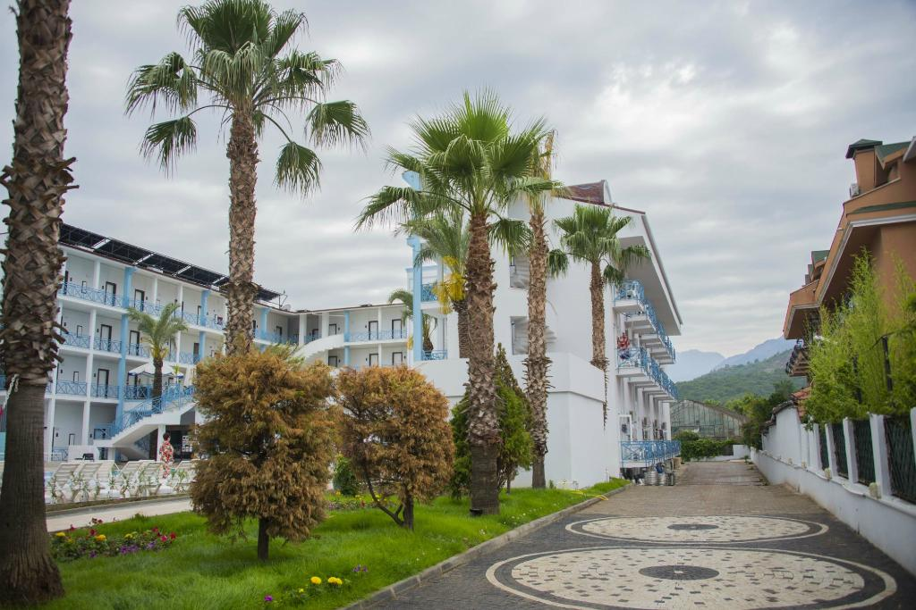 Blue Sky Semer Hotel