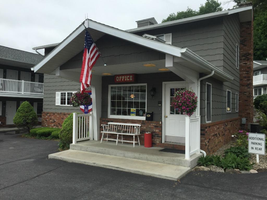 Americas Best Value Inn Lake George