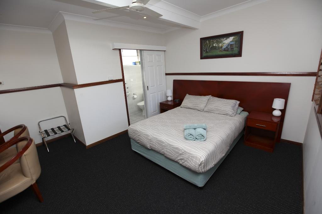 Across Country Motel & Serviced Apartments