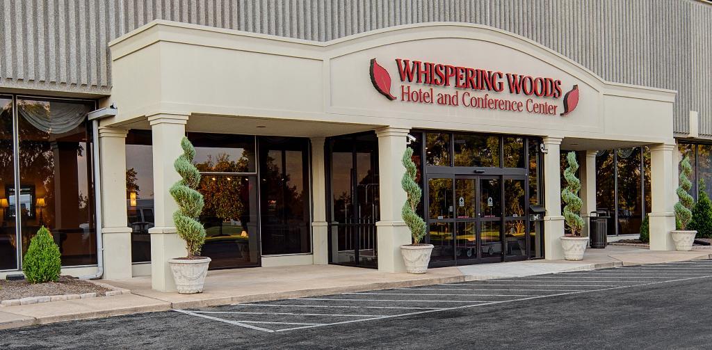 ウィスパリング ウッズ ホテル&カンファレンス センター