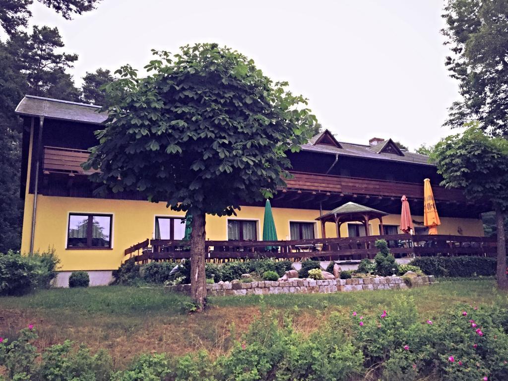 Hotel & Restaurant Karpfenschaenke