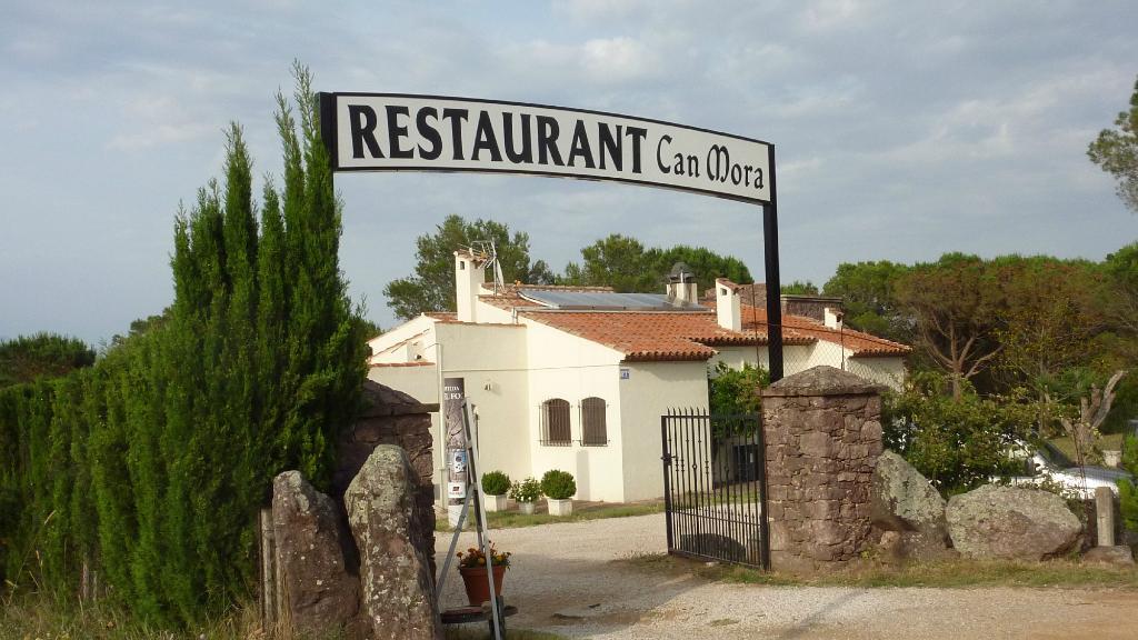 Restaurant y Apartamentos Can Mora