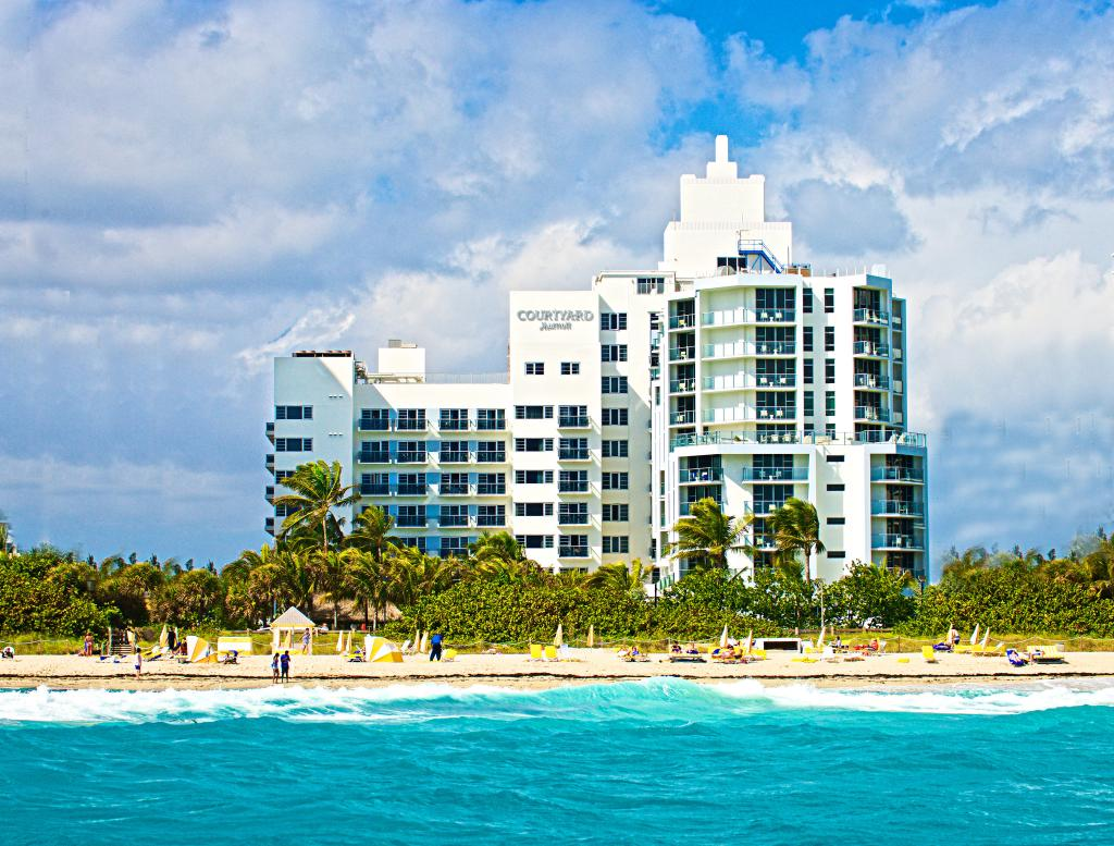 Courtyard Miami Beach Oceanfront