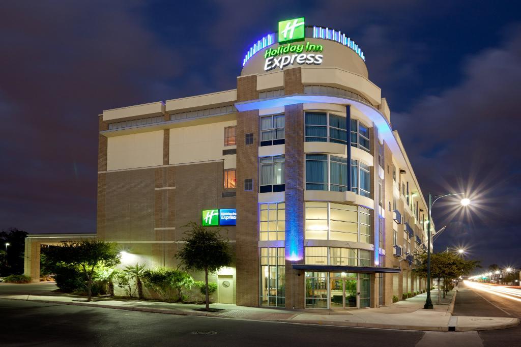 Holiday Inn Express Hotel & Suites San Antonio Rivercenter Area