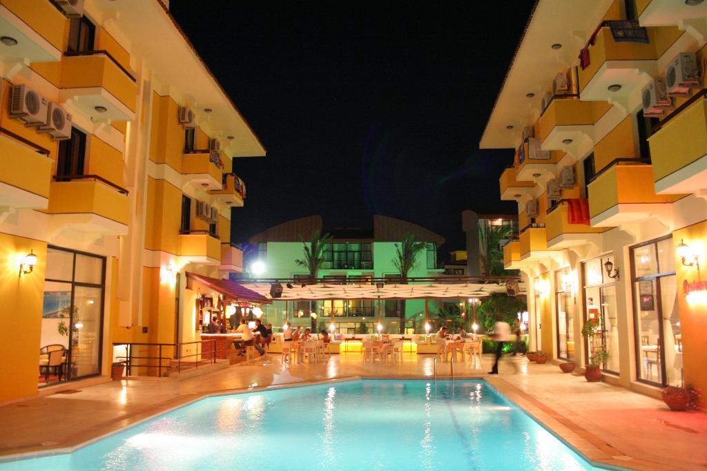 アルバーノ ホテル