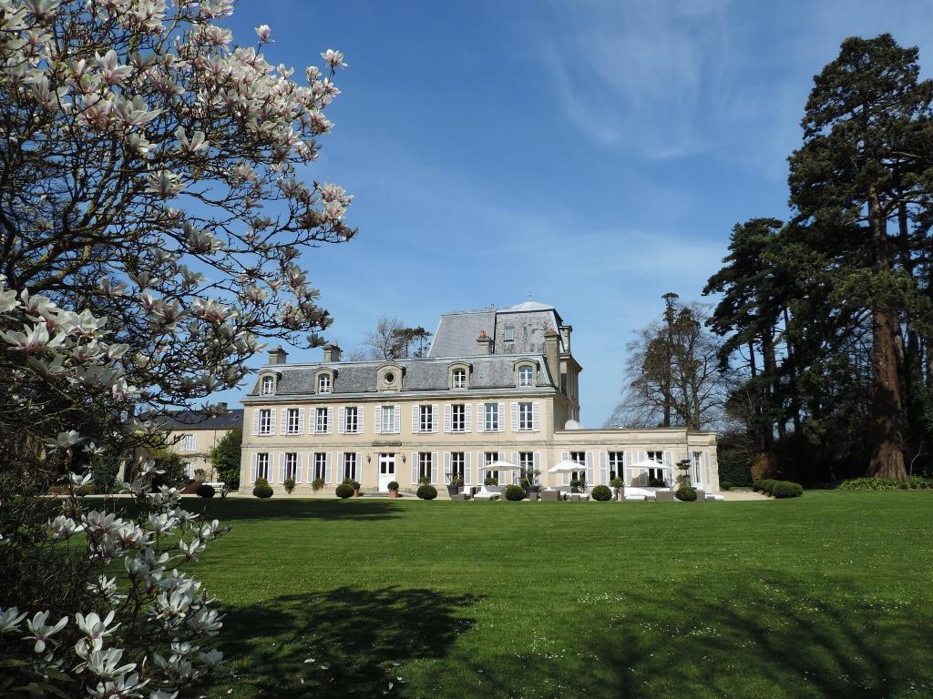 舍尼維爾城堡酒店