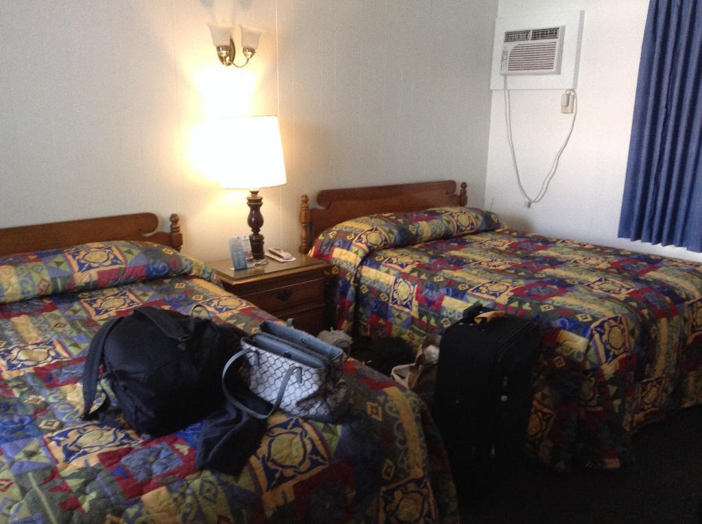 白帽汽車旅館